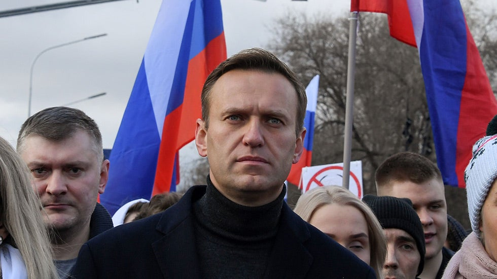 Romney calls on the Senate to pass sanctions on Putin for poisoning Navalny