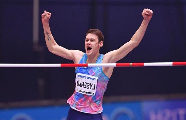 Лысенко, серебряный призер чемпионата мира 2017 года, с золотой медалью, которую он выиграл год спустя как чемпион мира в помещении.