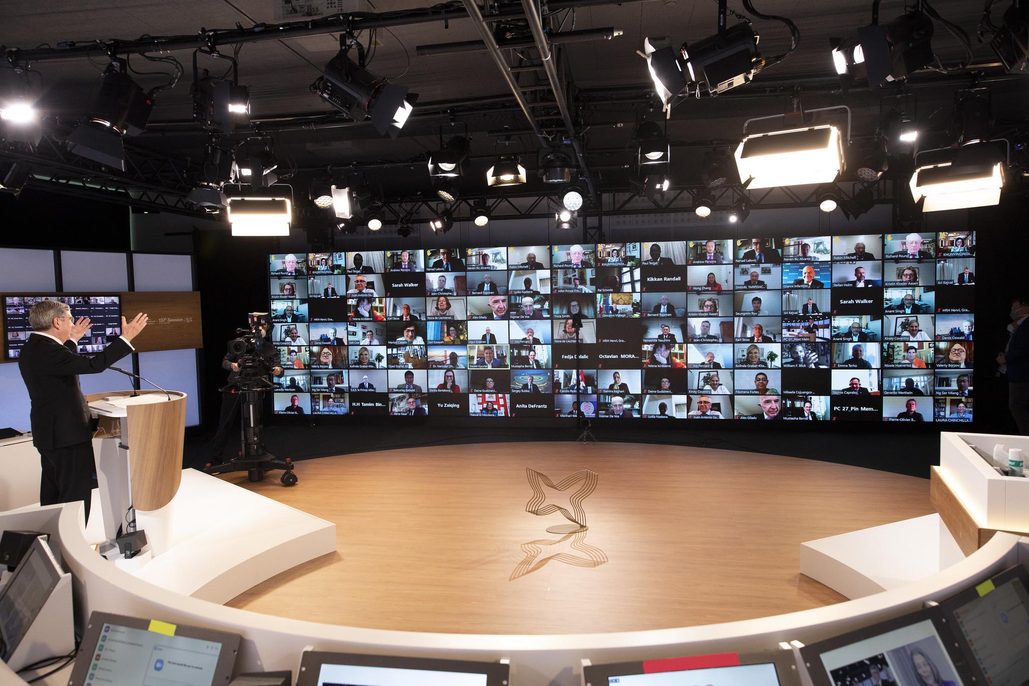 Большинство членов МОК участвуют в заседании на прошлой неделе только для того, чтобы воздать должное Томасу Баху после его переизбрания президентом © МОК