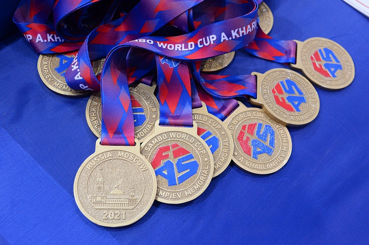 Россия завоевала командные титулы на Мемориальном чемпионате мира по самбо