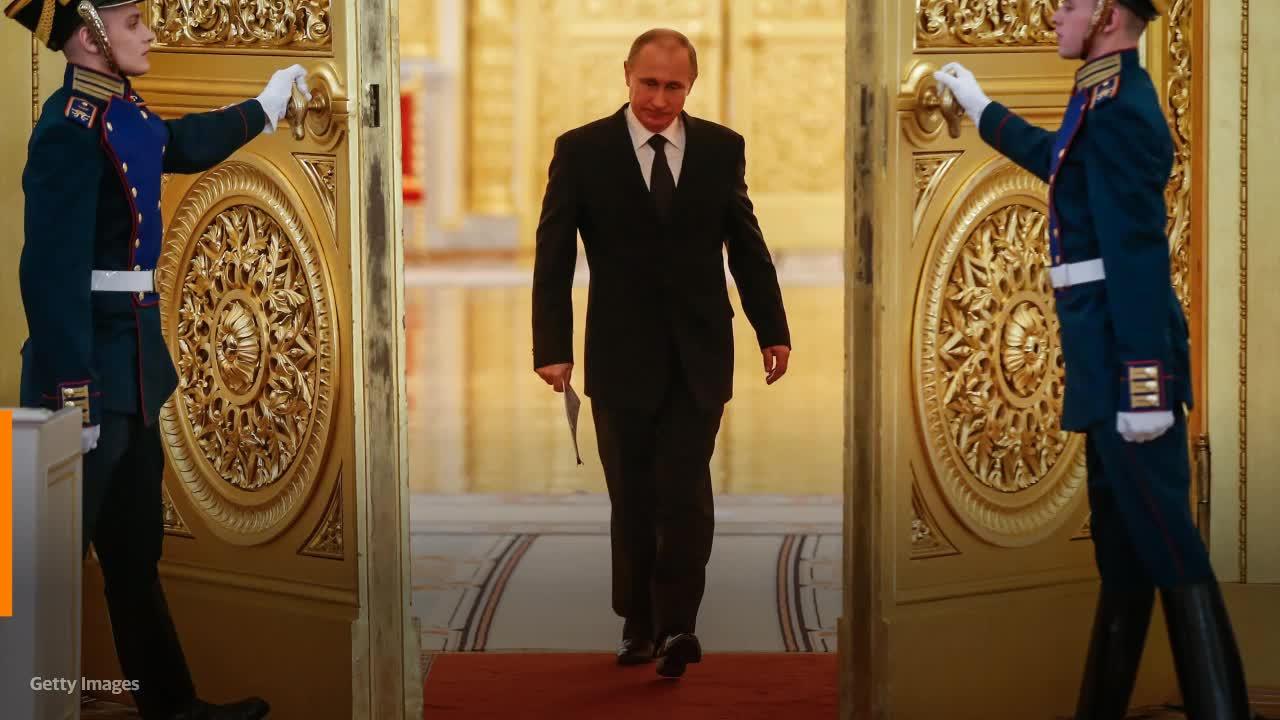 Президент России Путин подписал закон, разрешающий ему еще два срока на посту главы России
