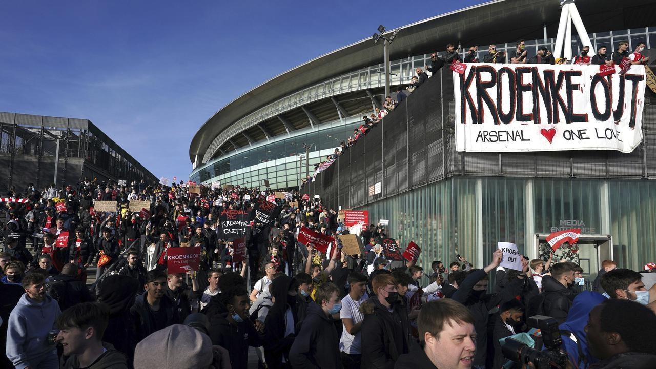"""Протест болельщиков """"Ливерпуля"""" и """"Манчестер Юнайтед"""""""