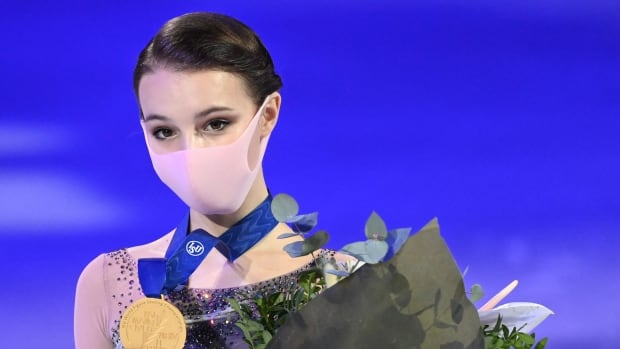 Российская новичок Щербакова лидирует на пьедестале почета в мире фигурного катания