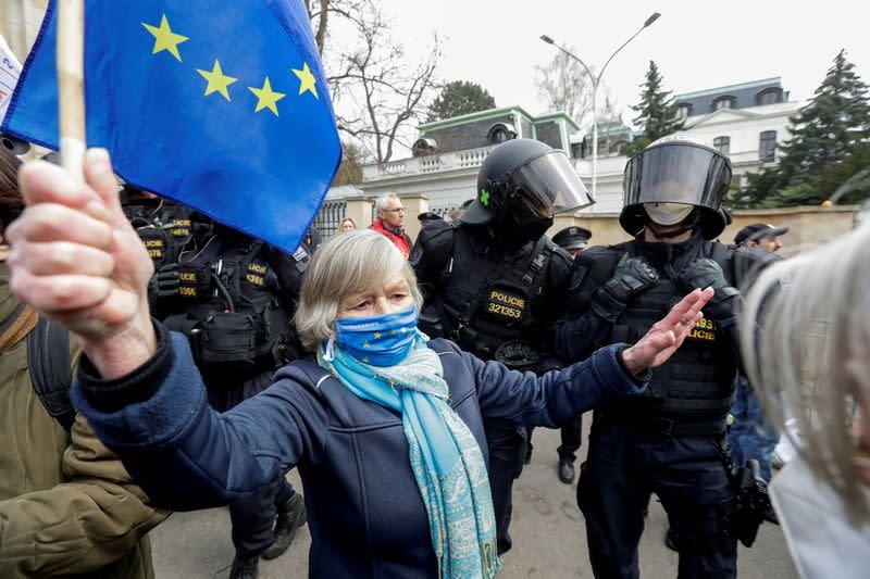 Чехи призывают союзников изгнать российских разведчиков в знак солидарности
