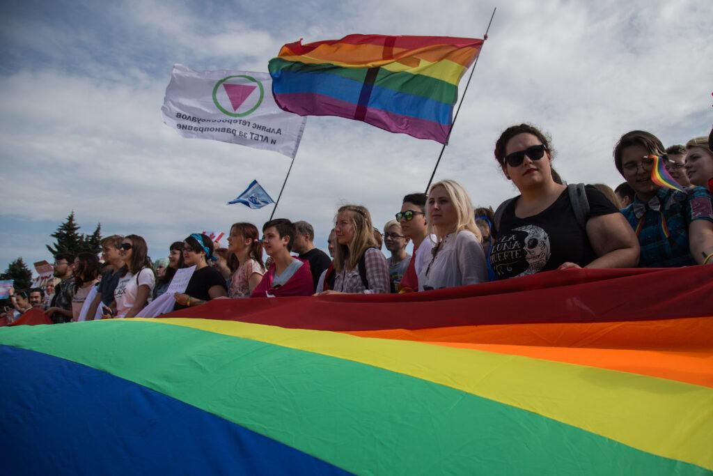 Вызывающий российский альянс ЛГБТ +, подавленный властями, клянется «изменить эту позорную реальность»