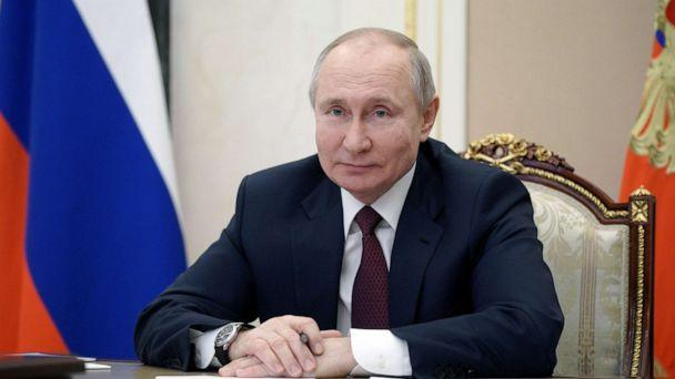 На фото: Президент России Владимир Путин на встрече с представителями общественности, жителями Крыма и Севастополя по видеосвязи в Москве, Россия, 18 марта 2021 г. (Sputnik через Reuters)