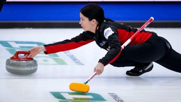 Канадская Айнарсон находится в руках Швейцарии и России в мире женского керлинга