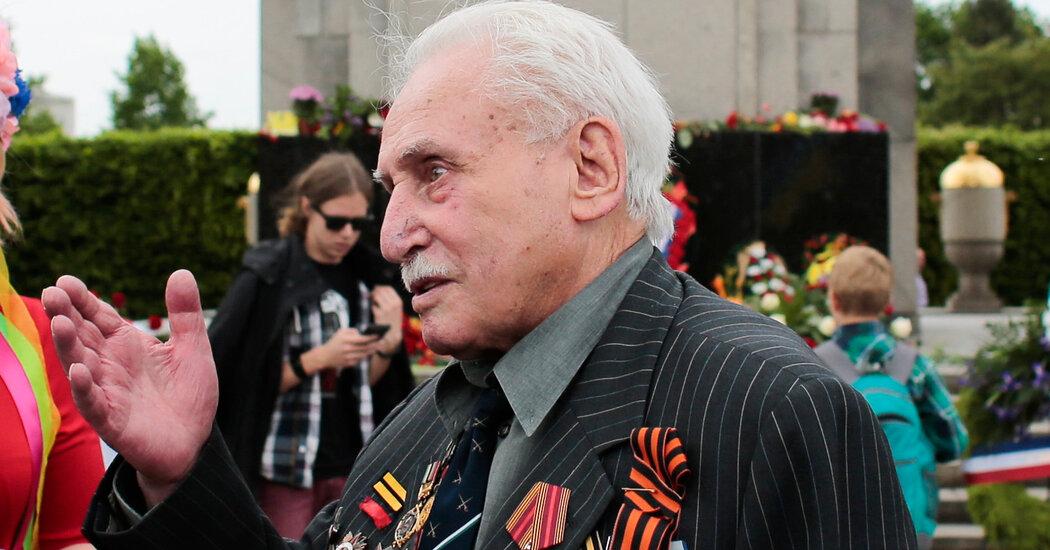 Дэвид Дучман, советский солдат, помогавший освободить Освенцим, умер в возрасте 98 лет.