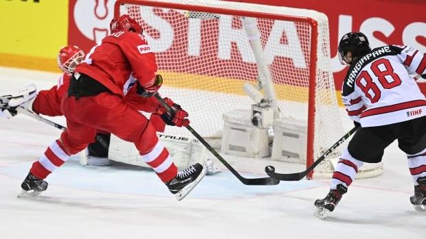 Победитель ОТ в Манджиапане помог Канаде обыграть Россию на чемпионате мира по хоккею