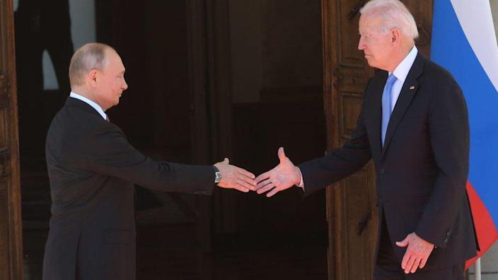 Байден пообещал принять меры против российских кибератак