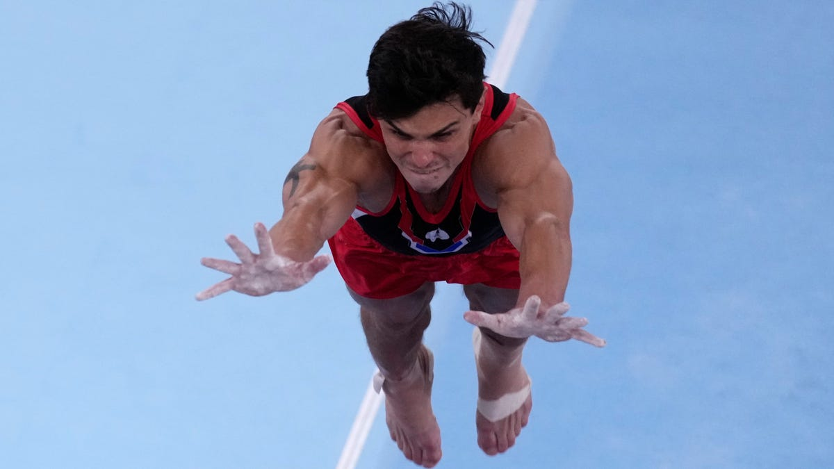Гимнаст Артур Далалоян соревнуется несмотря на Ахилла