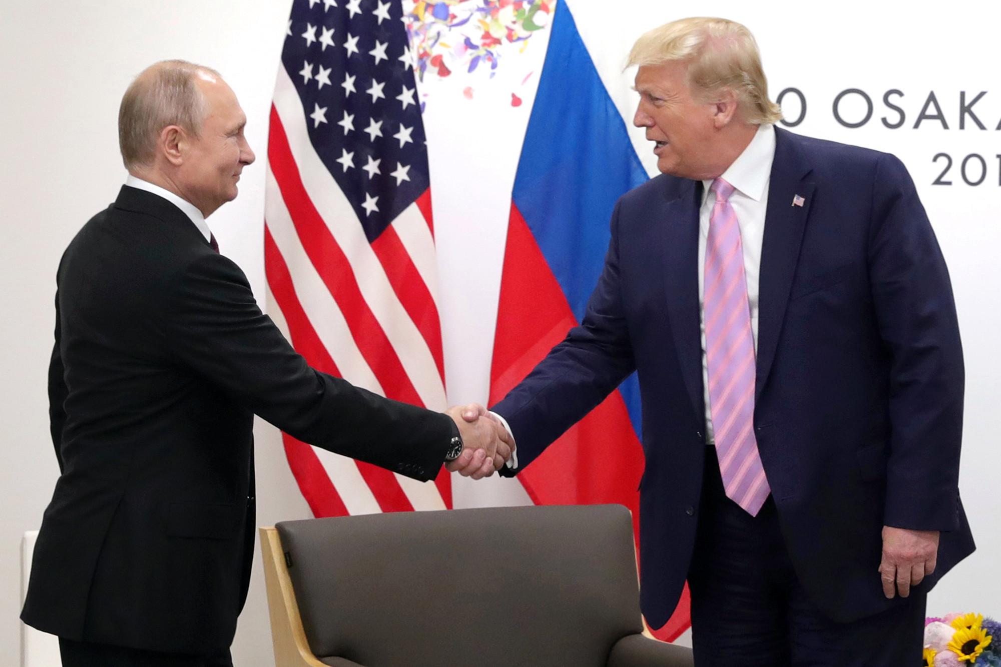 """Трамп отвергает """" отвратительный """" доклад о вмешательстве России в выборы"""