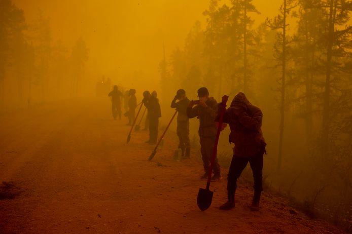 """Президент России Путин обеспокоен """"беспрецедентными"""" стихийными бедствиями"""
