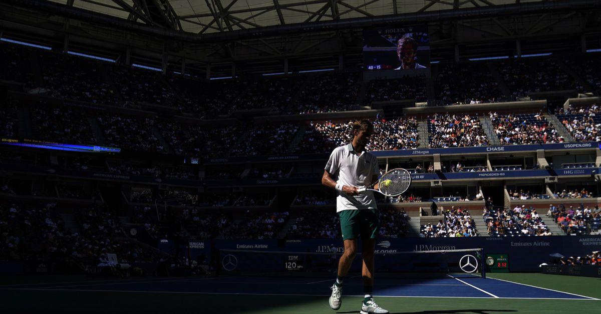 Медведев в третий раз подряд выходит в полуфинал US Open