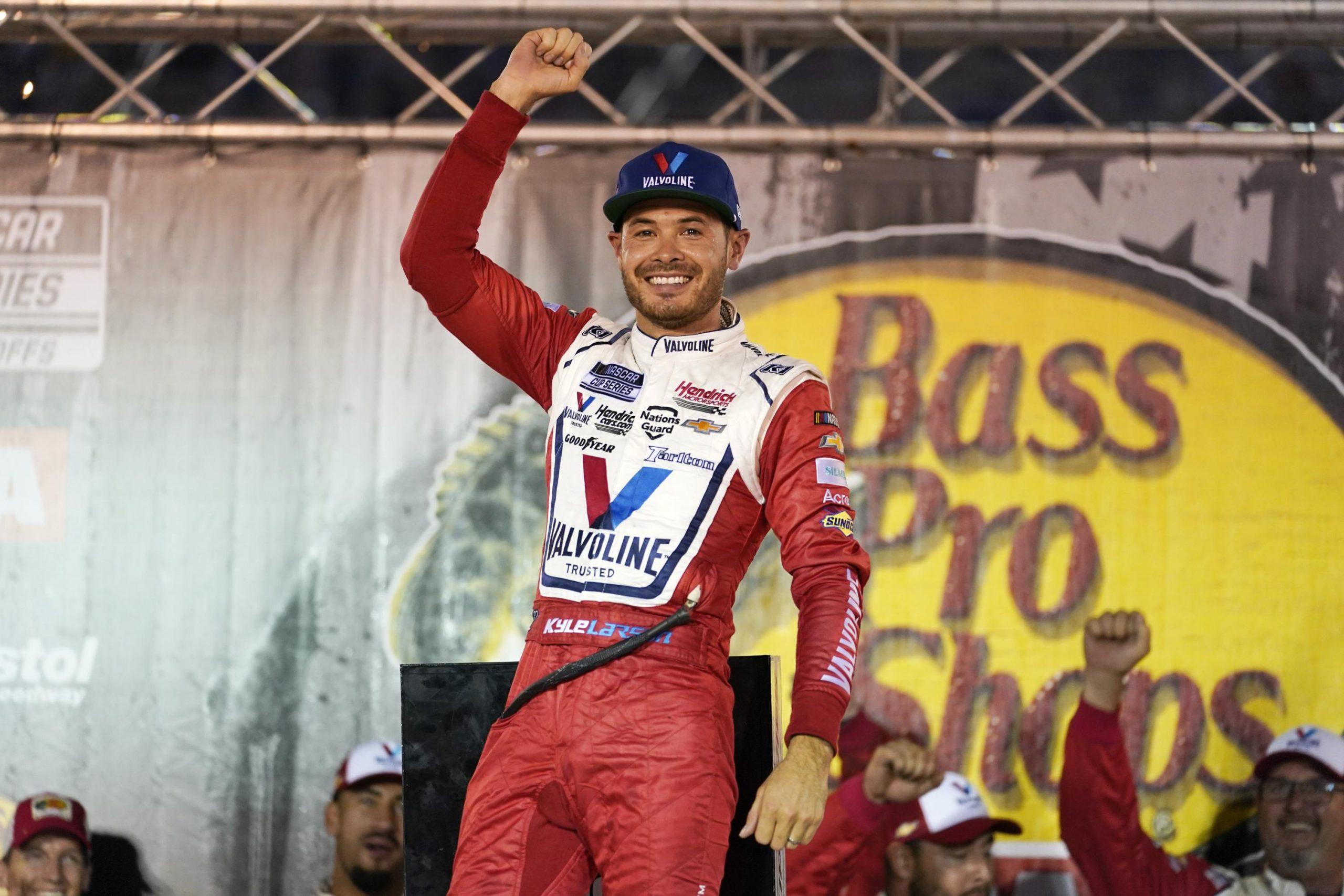 NASCAR направляется в Лас-Вегас, когда поворачивает IndyCar
