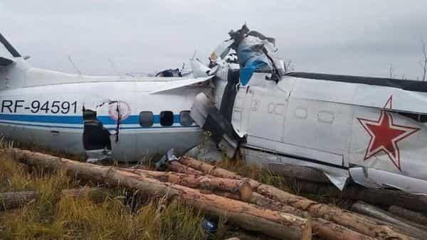 Крушение российского самолета в Татарстане;  Есть опасения, что 16 из 23 пассажиров могли погибнуть.